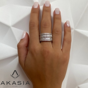 Akasia presents this beautiful and high-quality ring